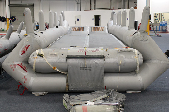 Inflatable aircraft emergency ramp